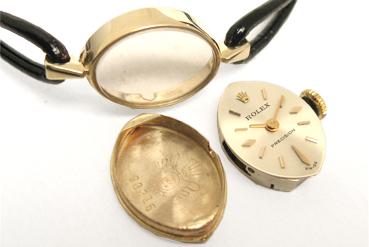 オメガの時計を分解した写真