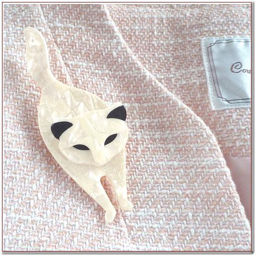 リアスタインの猫のブローチ
